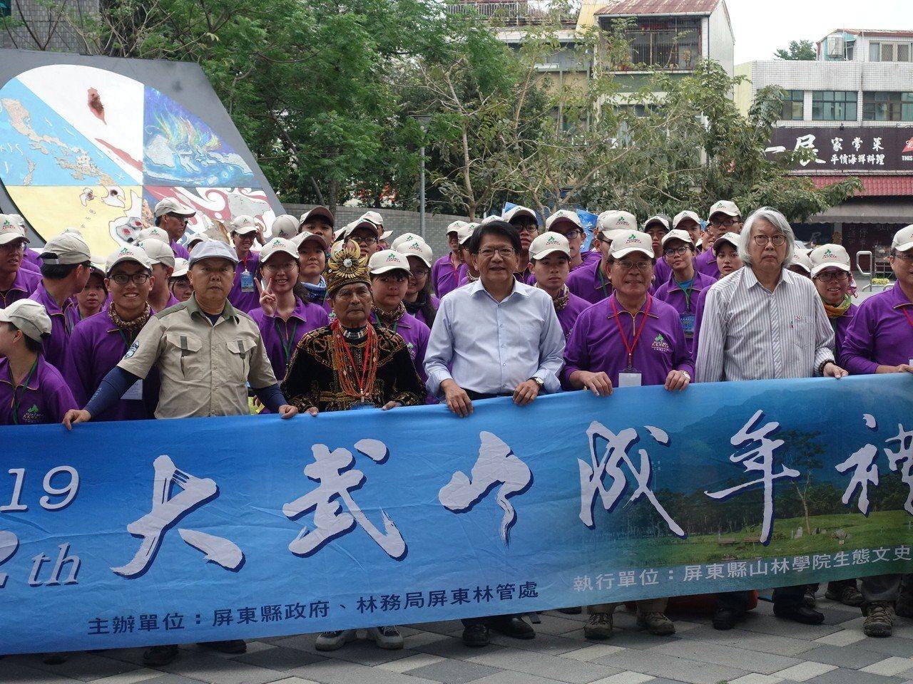 屏東縣大武山成年禮已連辦22屆,今年有64位學員完成挑戰。記者翁禎霞/攝影