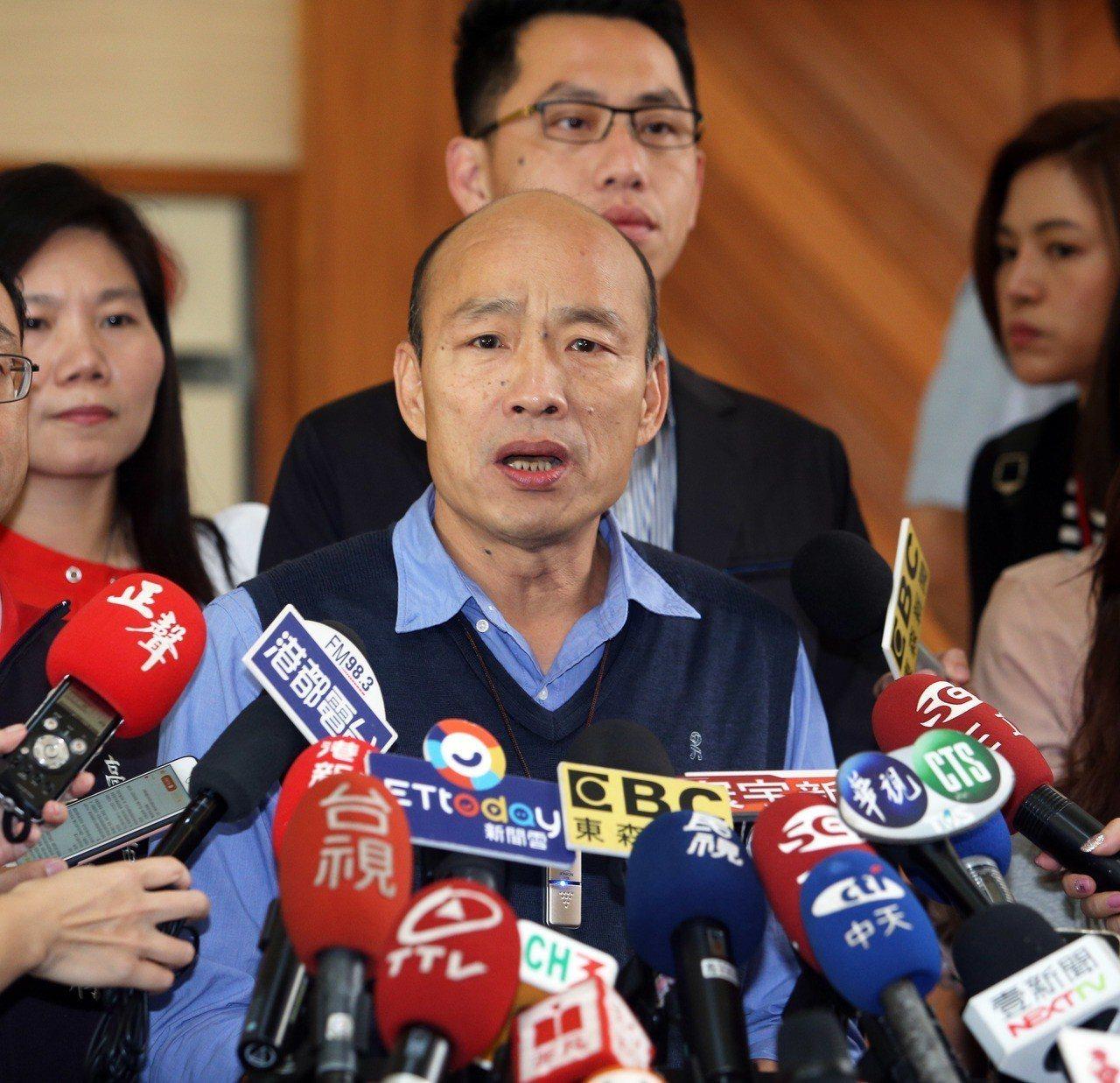 高市長韓國瑜昨公開在議會表示反對一國兩制,但行政院前院長賴清德卻籲韓國瑜要到對岸...