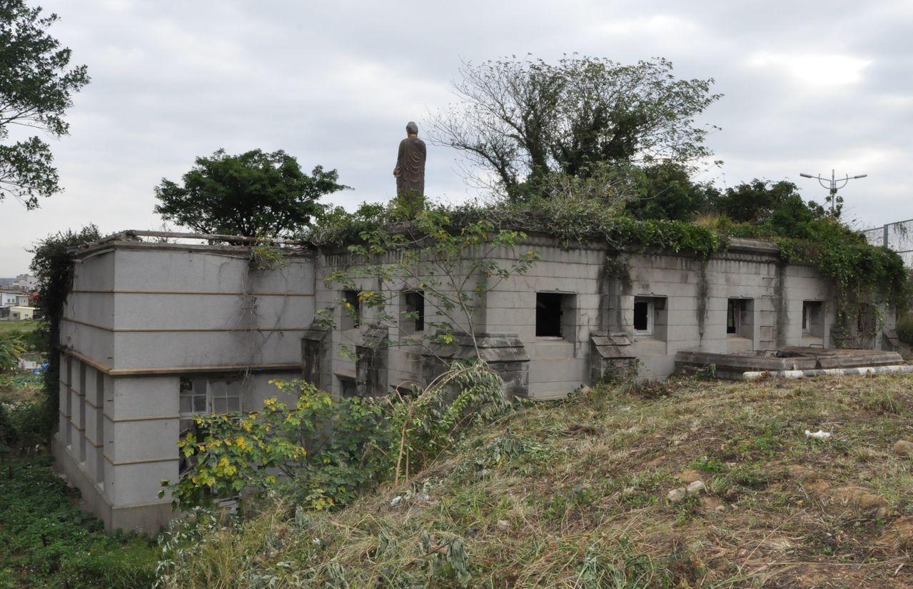 過去「新竹水道取水口」荒煙漫草成廢墟。記者張雅婷/攝影