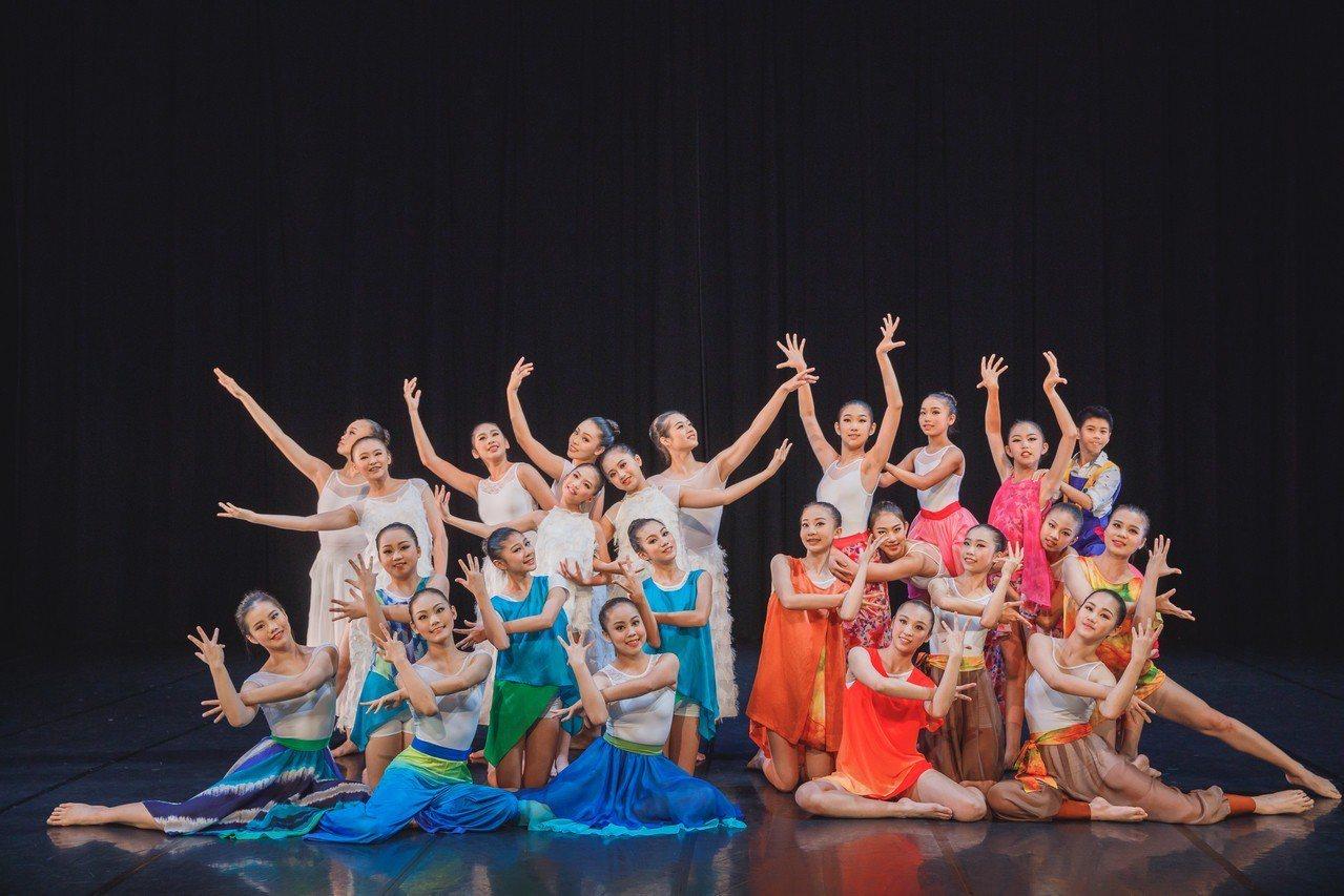 高雄春藝樂舞計畫推出《台灣四季X亞特蘭提斯傳說》,舞者舞出台灣四季。圖/高雄市文...