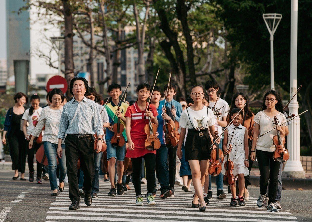 高雄春藝樂舞計畫推出《台灣四季X亞特蘭提斯傳說》,樂團成員負責音樂演出。圖/高雄...