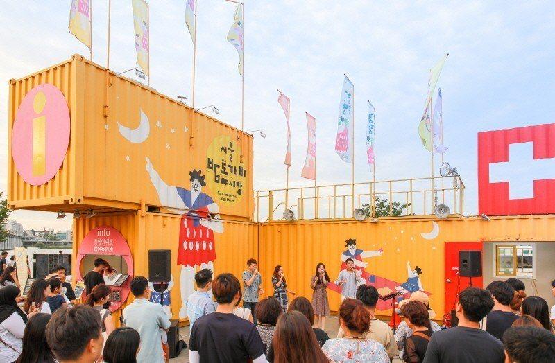 首爾夜貓子夜市在各個地點,都會安排各種文化體驗與表演活動。圖/取自活動官網