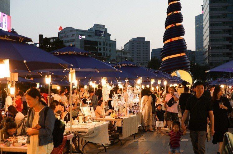 在夜市活動中,匯聚各種文創展攤、美食小店。圖/取自活動官網