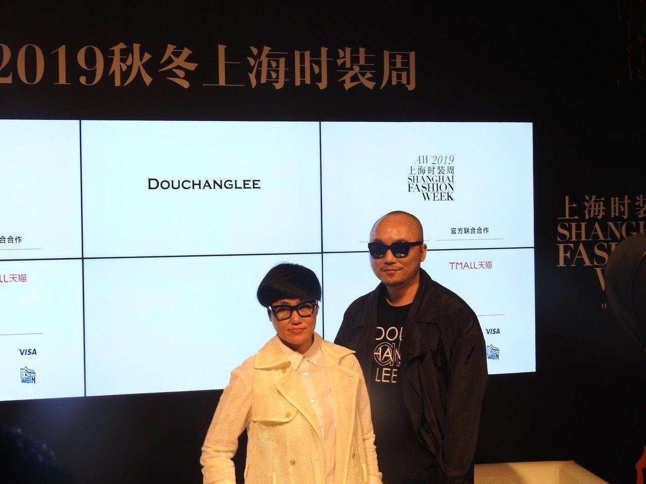 台灣師設計師竇騰璜(右)、張李玉菁(左)。特派記者林宸誼/攝影