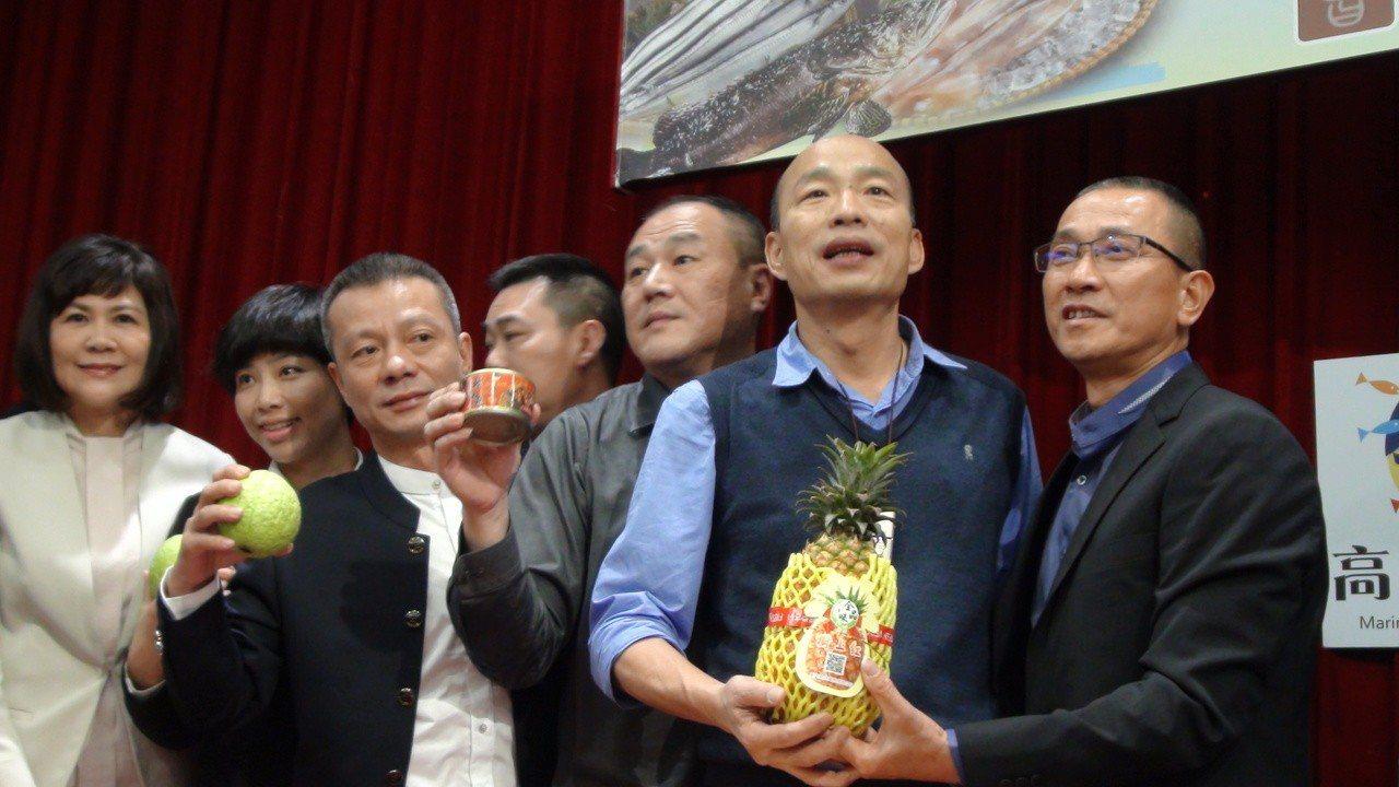 今天下午高雄市長韓國瑜和農業局長吳芳銘見證上海曾泰股權投資基金公司簽訂1年10億...