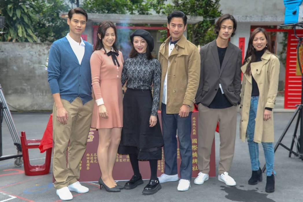 吳定謙(左起)、廖苡喬、李杏、周孝安、夏騰宏、陳妤出席「國際橋牌社」開鏡儀式。圖