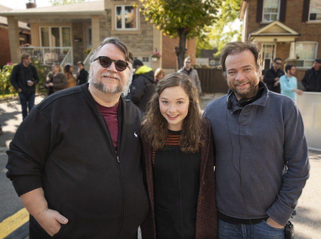 曾獲奧斯卡獎最佳導演的吉勒摩戴托羅是「在黑暗中說的鬼故事」監製,他也現身拍片現場...