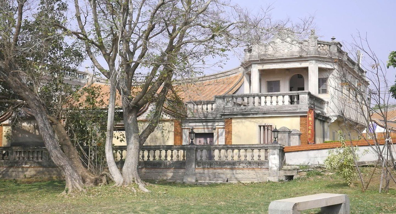 金門目前已指定古蹟有83處、歷史建築148處等,正呈倍數增加且逐年增加中,古蹟維...