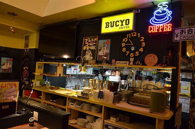 「KAKO BUCYO COFFEE」強烈的普普風格乍看之下像是美式酒吧,但其實...