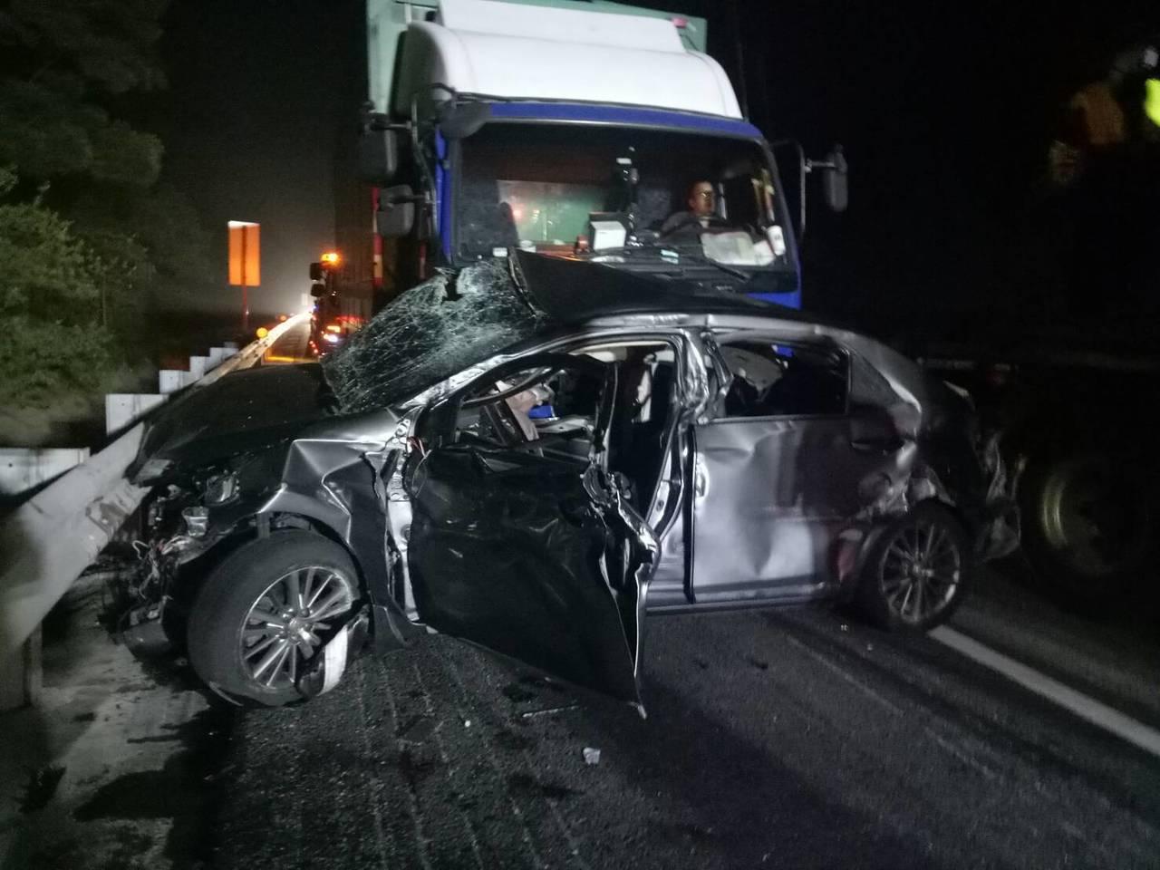 國道3號南下苗栗縣西湖鄉路段今天晚上9點發生重大車禍,2名男子失去生命跡象急救中...