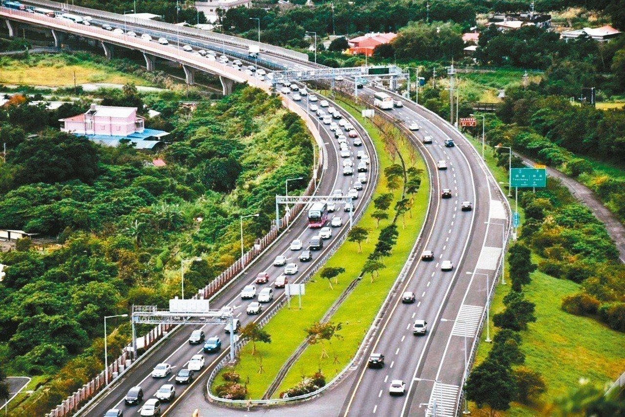 宜蘭縣府交通處與警局公布清明連假期間,容易出現車多、塞車的時段,請用路人儘量避開...