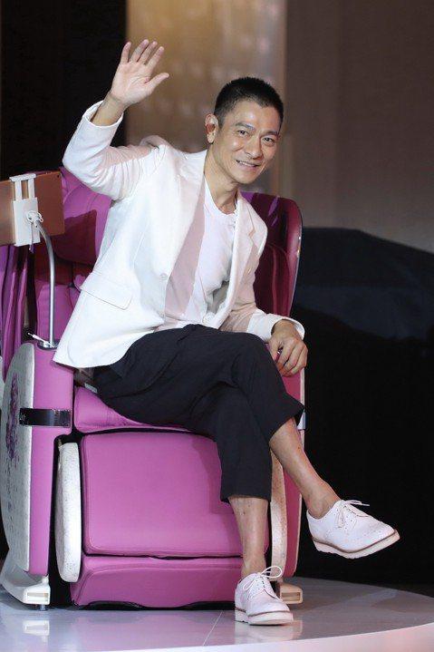 香港天王劉德華(華仔)摔馬後前年8月復出,還展開「My Love Andy Lau World Tour」世界巡演,想不到其中7場因病中斷,種種因素讓大陸網路瘋傳他的身體健康亮紅燈,對此華仔趁著公開...