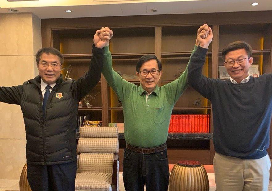 3月8日,當時的民進黨立委補選候選人郭國文(右)拜訪陳水扁。 圖/陳致中提供