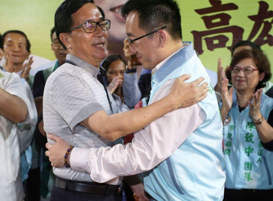 2018年3月,陳水扁出席陳致中的造勢晚會,又踩紅線上台。 圖/聯合報系資料照片