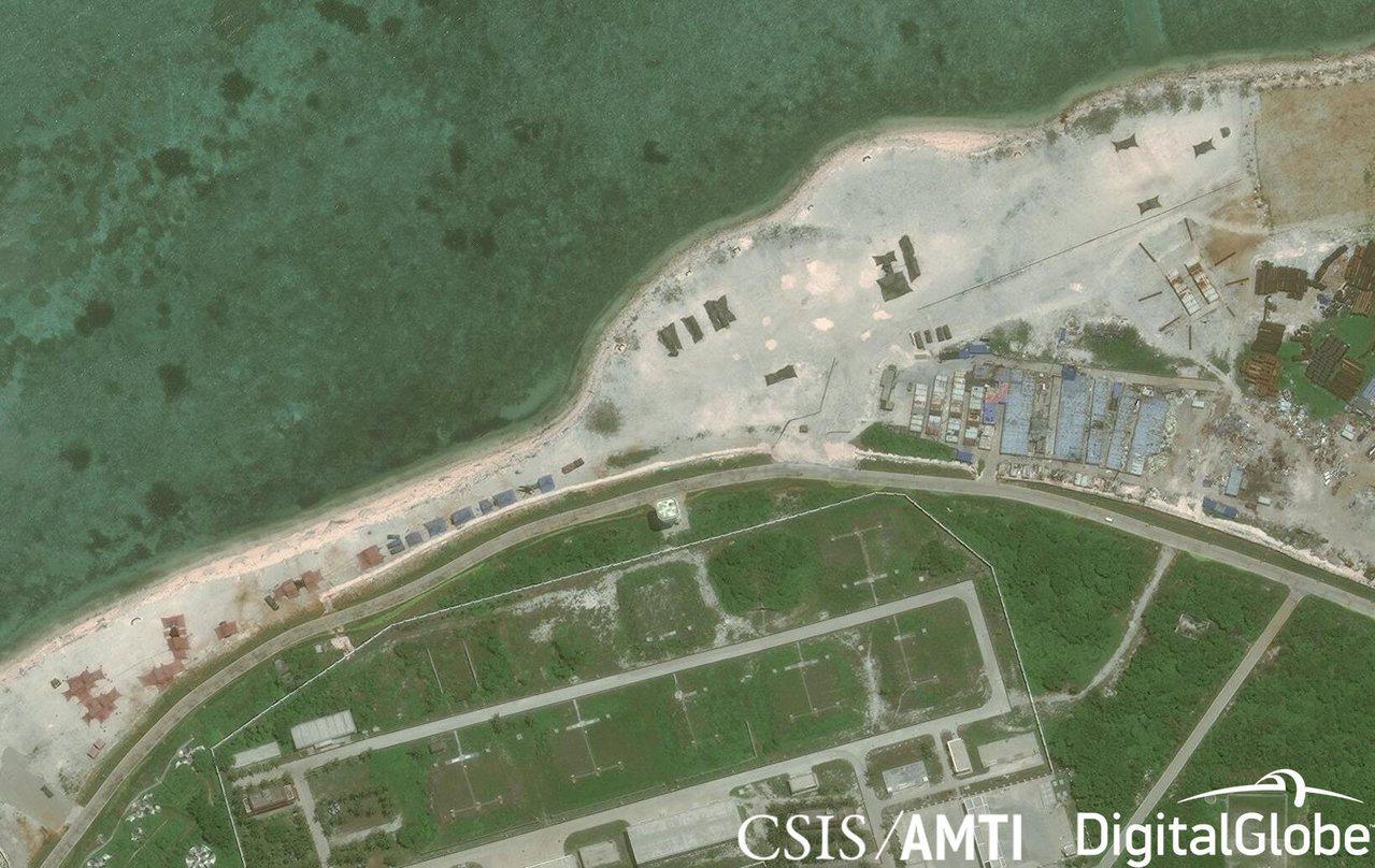 中國被指製作假衛星圖,以擾亂他國軍事分析。圖為衛星圖像顯示中國在西沙群島上的武裝...