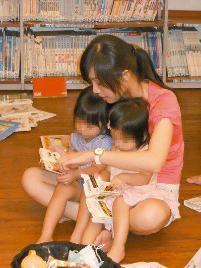 科技部調查,每周與幼兒共讀四次以上家長僅約三成,約三分之一完全或幾乎不與幼兒共讀...