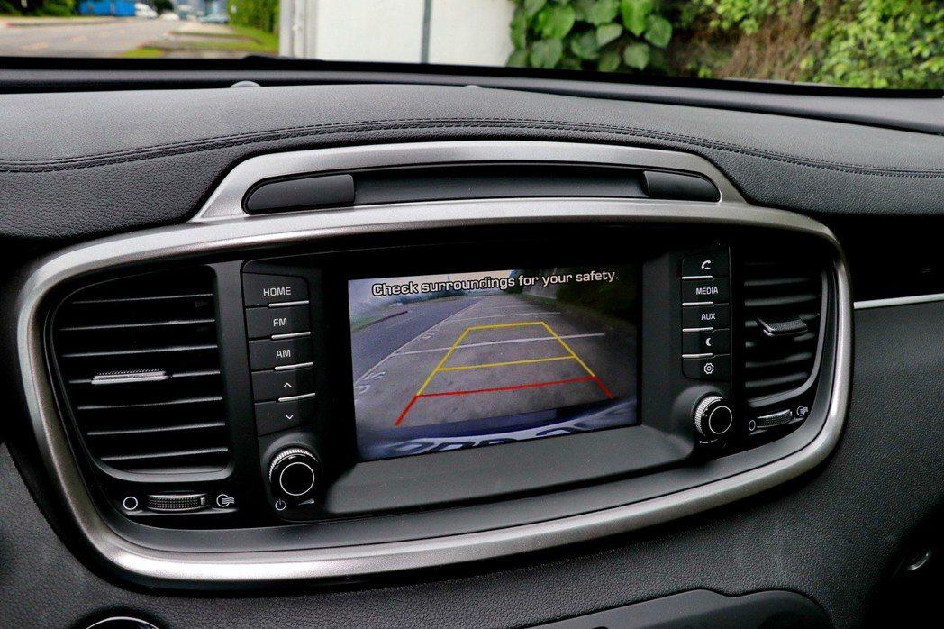 7吋中控螢幕偏小,但該有功能都具備。 記者陳威任/攝影