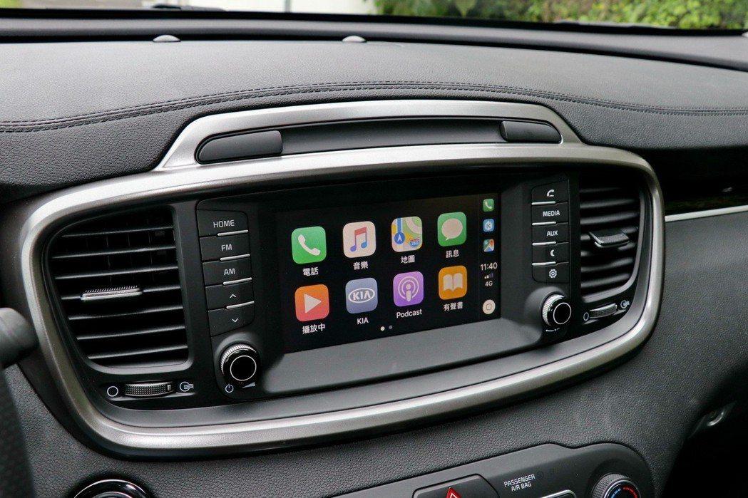 提供Apple Carplay等智慧手機連結功能。 記者陳威任/攝影