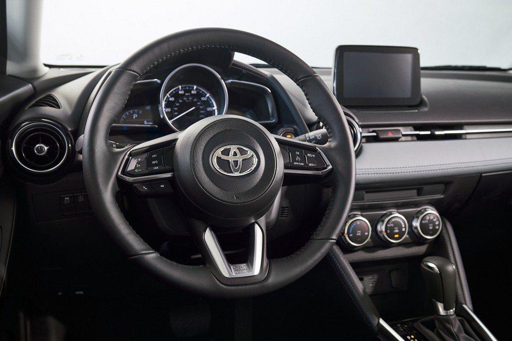2020年式美規Toyota Yaris Hatchback內裝也是與Mazda...