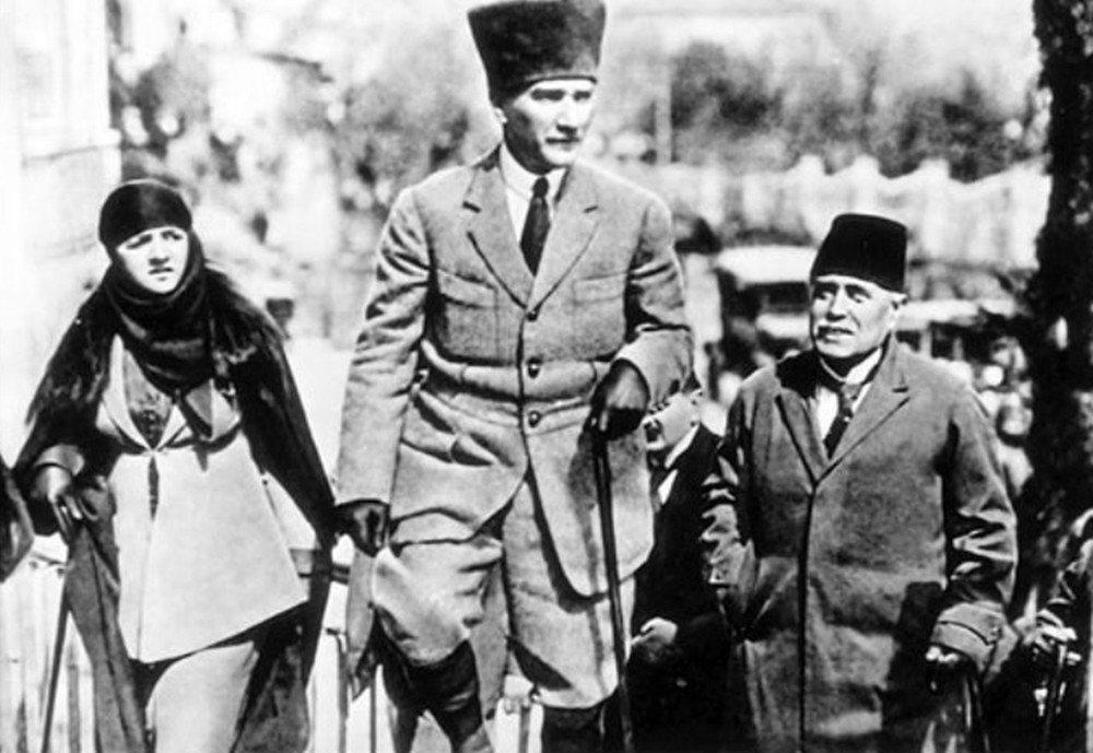 「一個住在安卡拉的人會是一種想法,住在伊斯坦堡的人會是另一種想法,住在巴黎的人又...