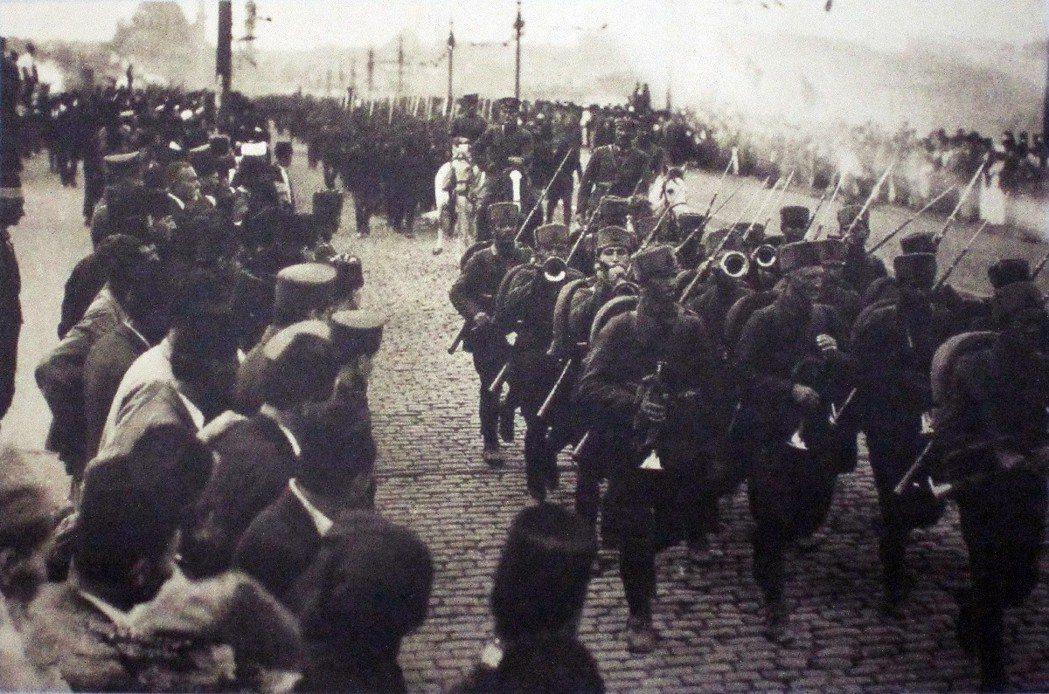 1923年,土耳其軍隊重返接管伊斯坦堡,首都位置一事也需要盡快決定。而土耳其的新...