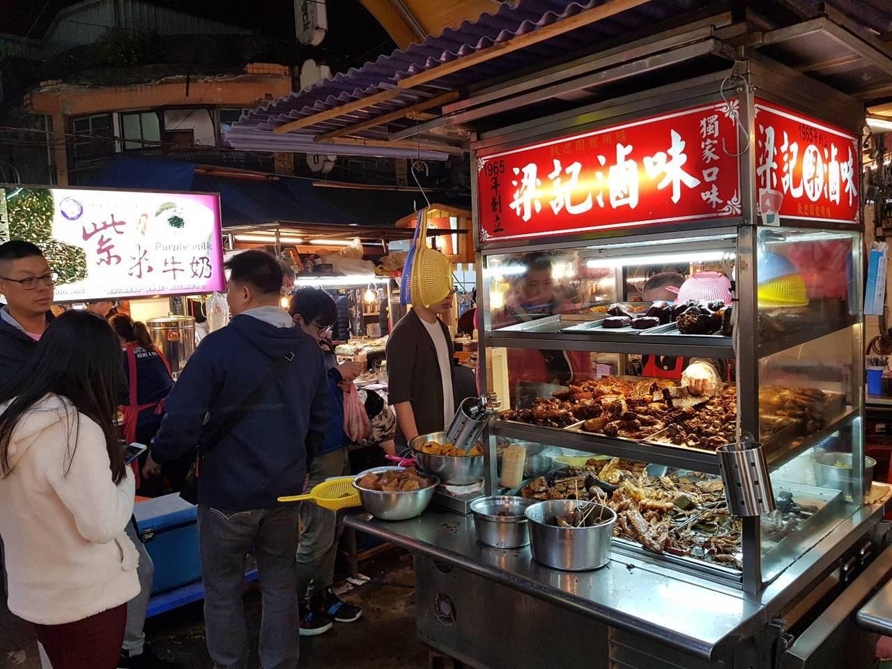 Ghé thăm chợ đêm Linjiang để ăn đậu hủ thúi hiếm hoi lọt danh sách Michelin Guide nhé