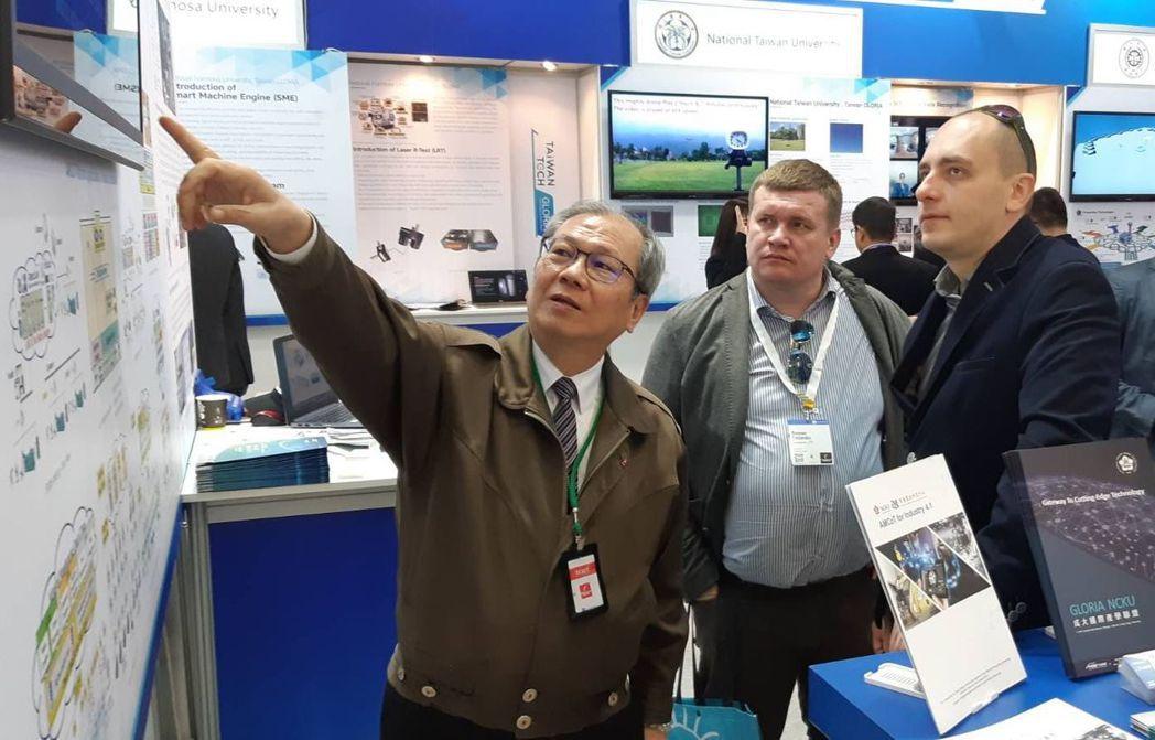 成大智慧製造研究中心主任鄭芳田教授,現場也講解所提出的「工業4.1」方案優點。 ...