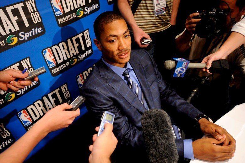 羅斯在大學時代就有極為優異的表現,使他在2008年的NBA選秀會前就成為聚光燈的...