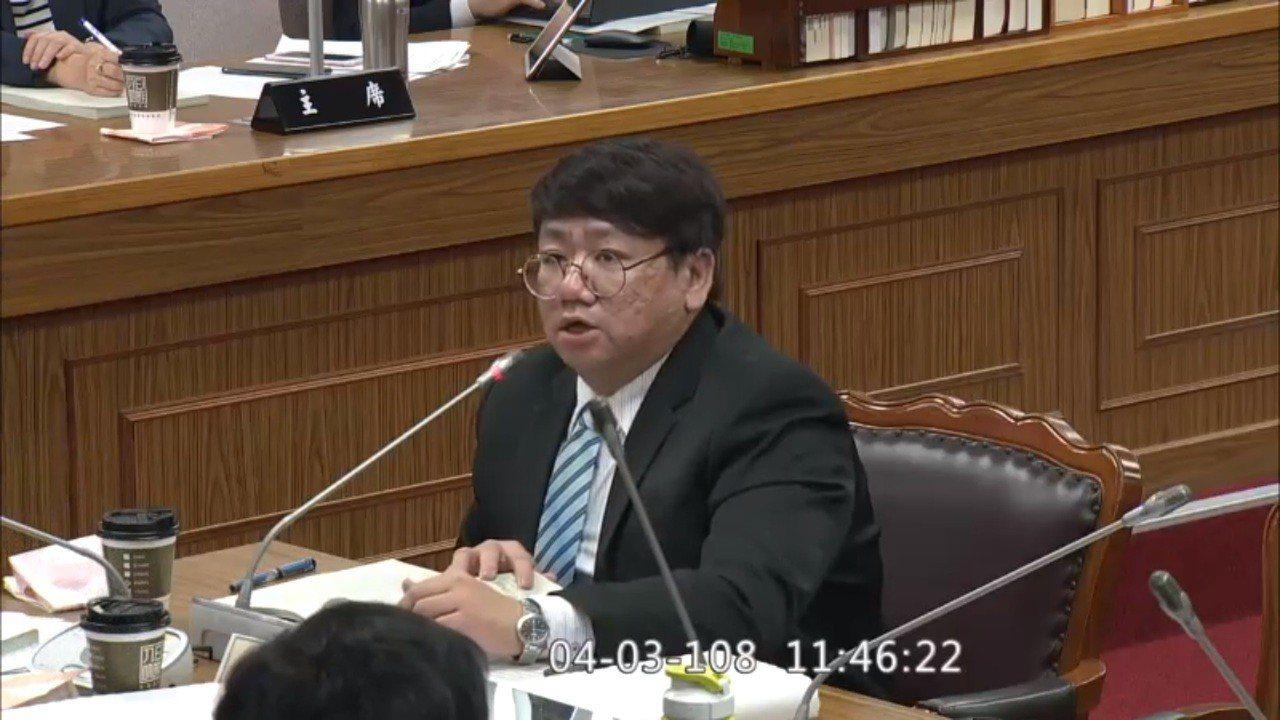 新北地檢署檢察官姜長志今在立法院公聽會上表示,彭坤業案爆發,起因於小檢察官揭發,...