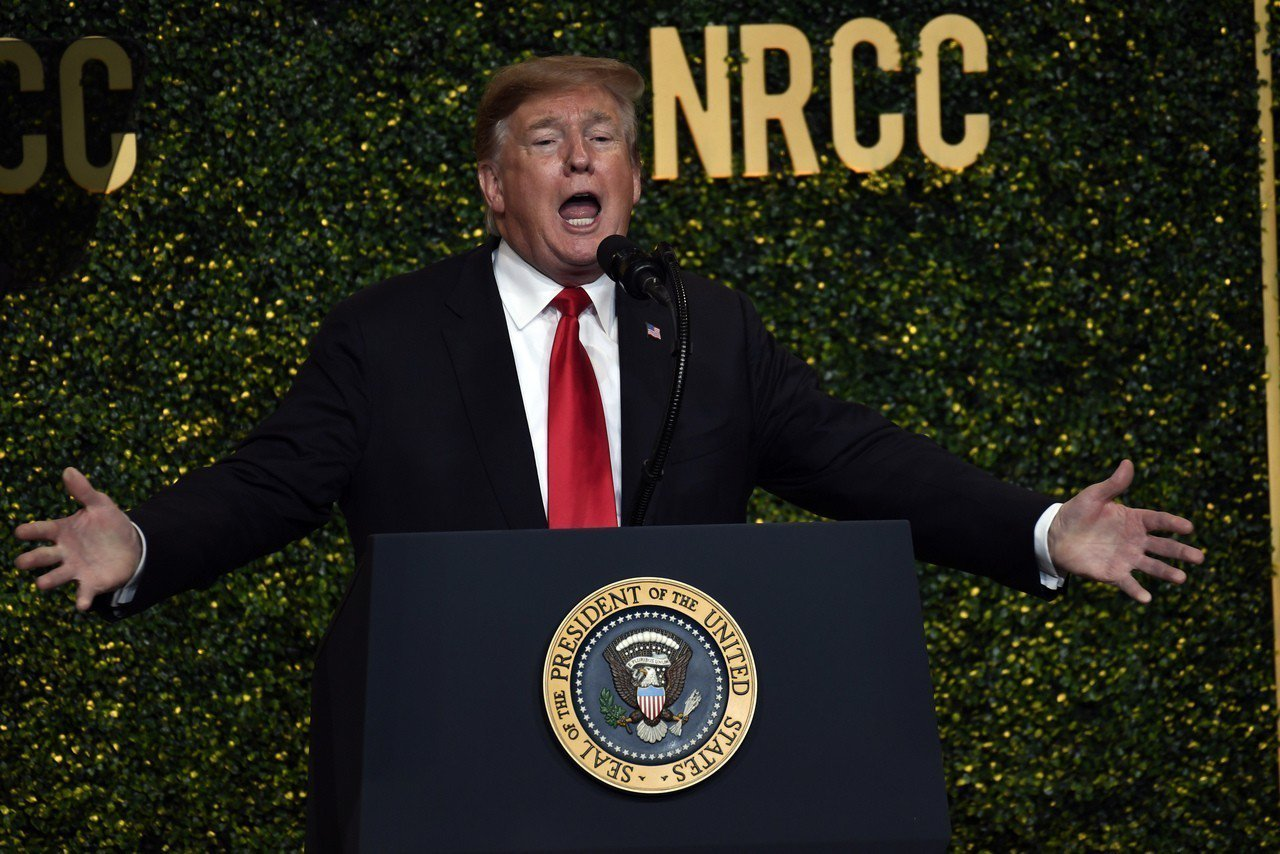 川普2日出席共和黨眾議院全國委員會晚宴,稱美國正挺身對抗中國的長期貿易打壓。美聯