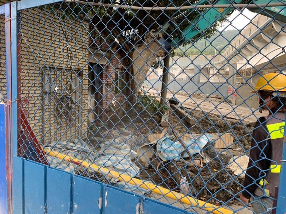歷史建築樂生療養院,今早傳出舊大門被拆。圖/蕭文杰提供