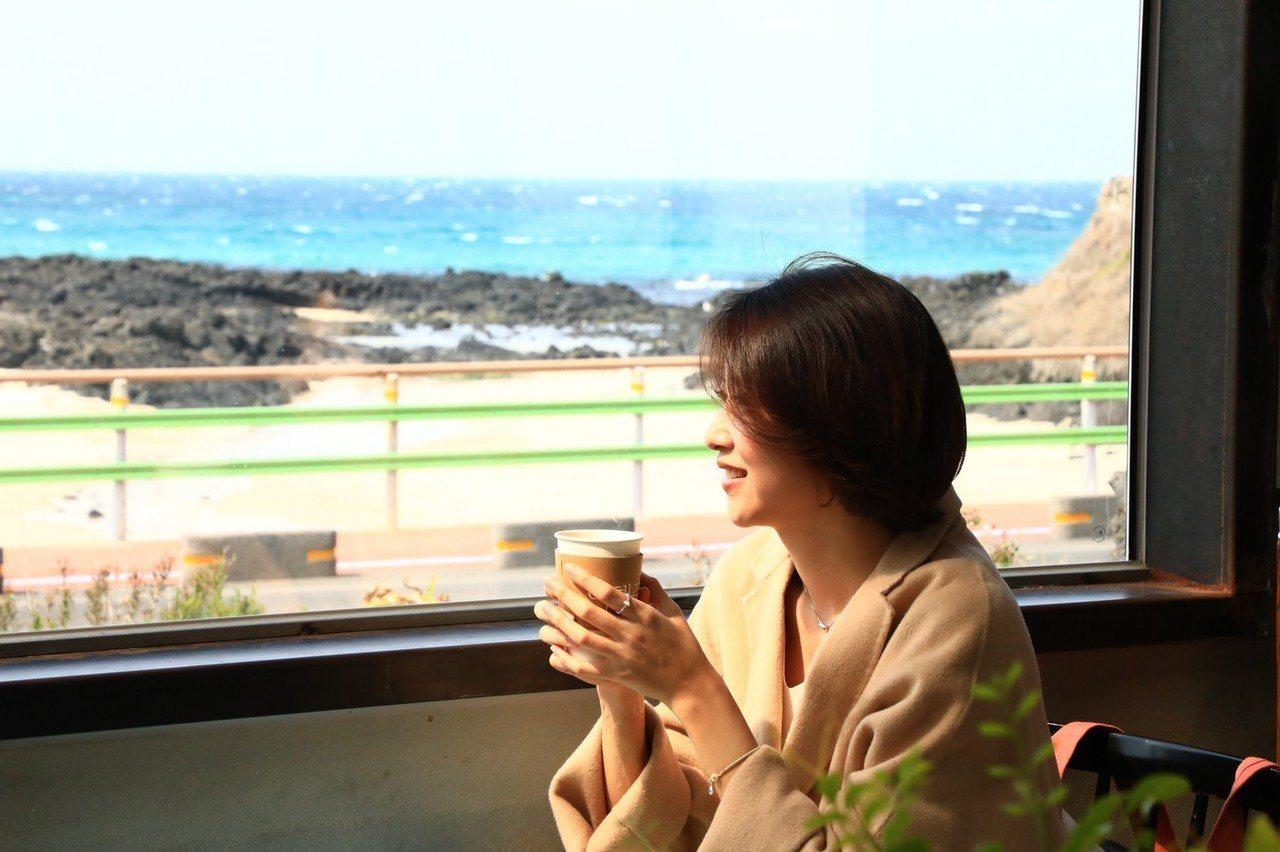 濟州島有很多文青咖啡廳,也有很多特色咖啡廳,走累了,可以去品嘗一下香濃的咖啡。 ...