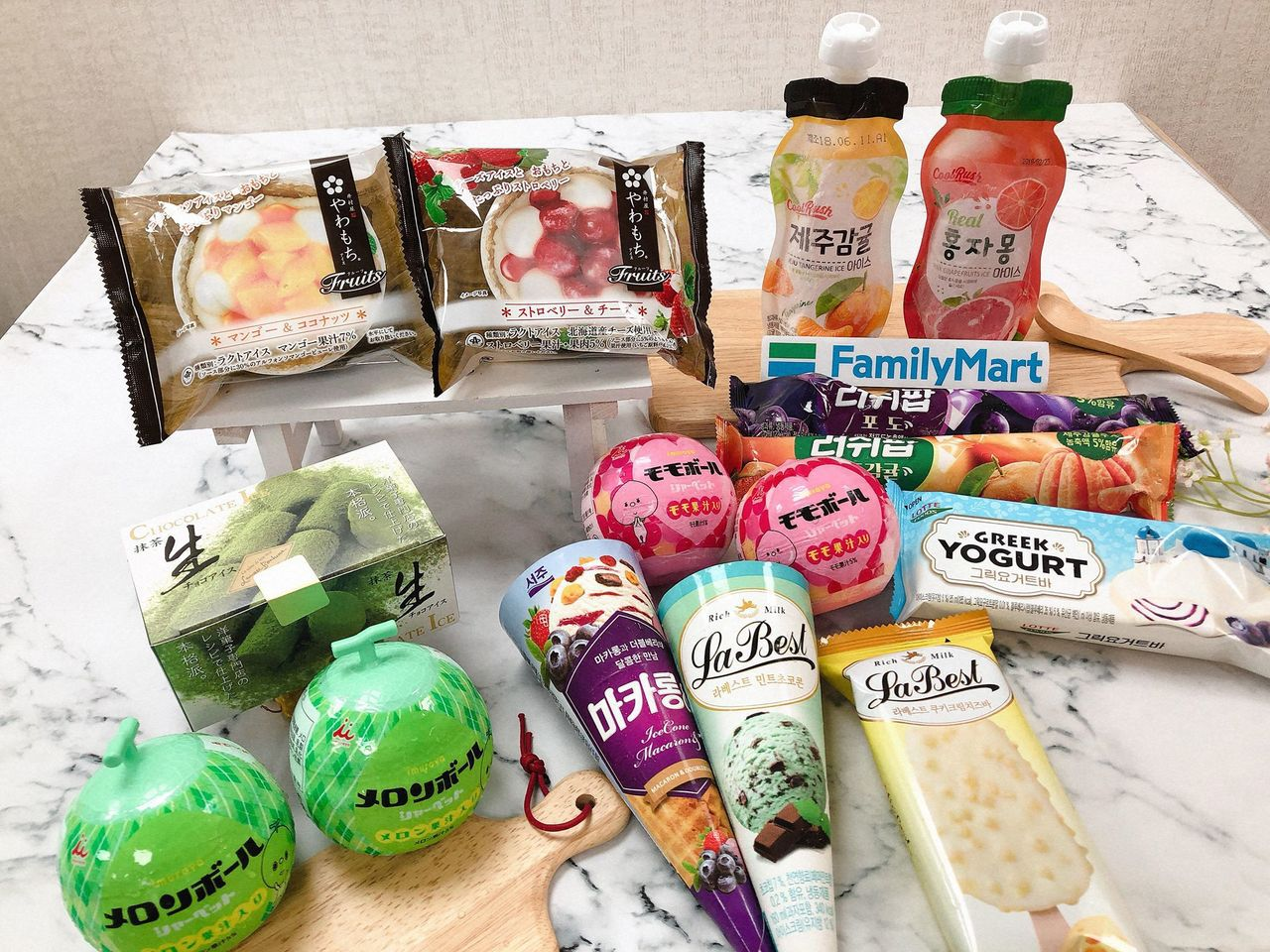 全家便利商店「日韓冰紛賞」登場,首波推出25款進口冰品。圖/全家便利商店提供