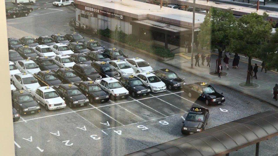 美國論壇網站Reddit日前發布一段影片,顯示日本廣島的計程車候車處井然有序的排...