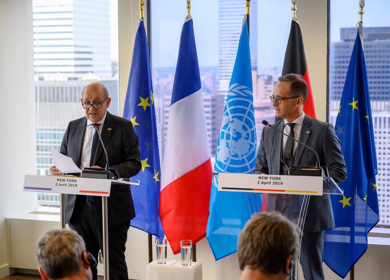 法國外長勒德里安(左)與德國外長馬斯2日在紐約聯合國總部召開記者會,宣布成立「多...