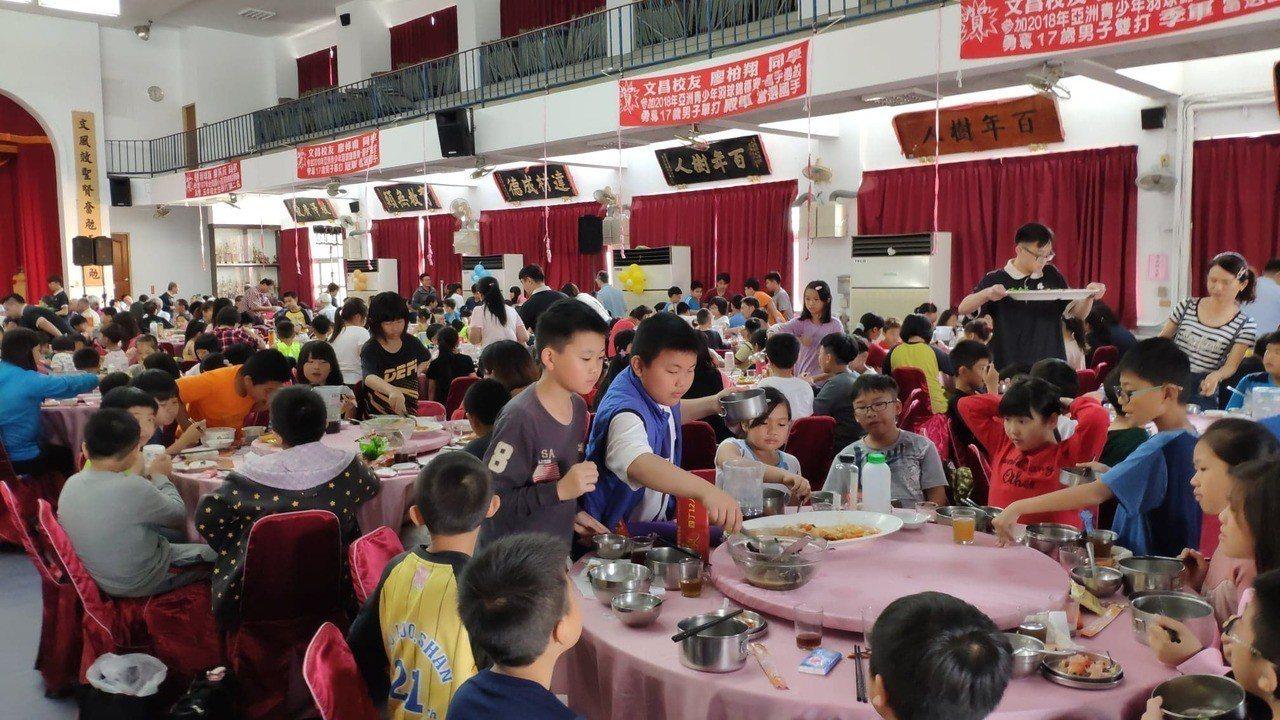 辦桌食材全部選用雲林在地食材。記者李京昇/攝影