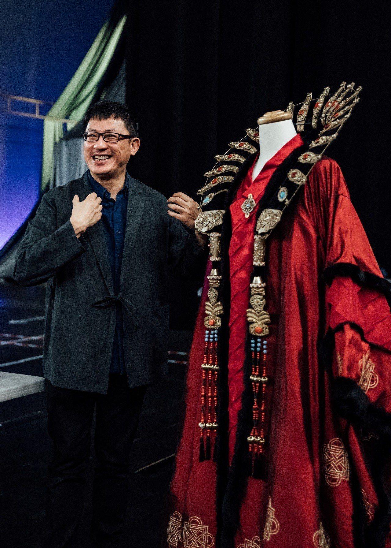 《杜蘭朵》導演黎煥雄表示,舞台設計、新媒體影像與服裝細節裡,都藏了很多東方文化的...