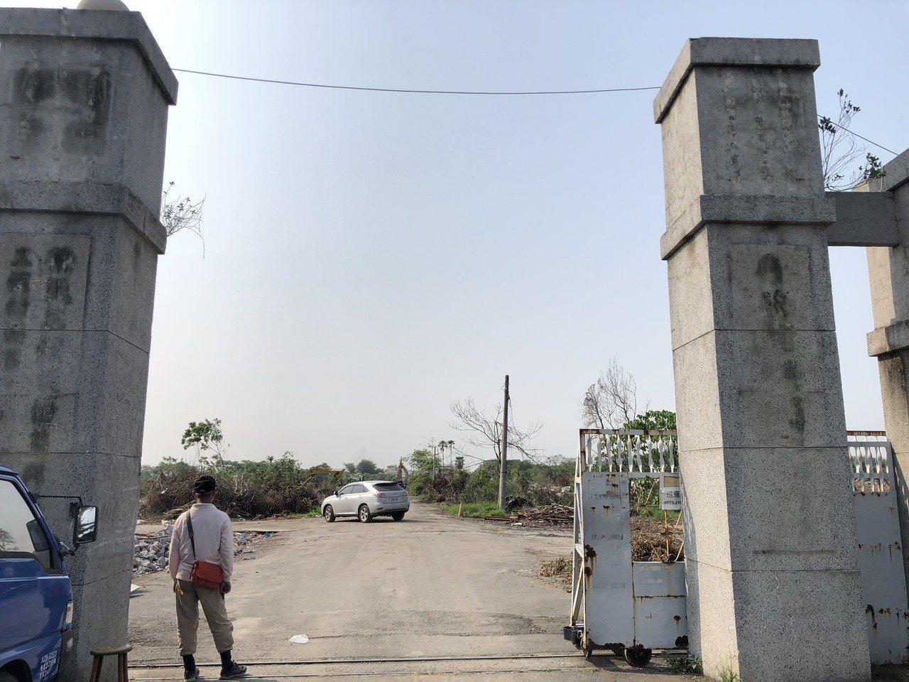 溪州鄉榮光村榮民工廠門牌被拆除。記者林敬家/攝影