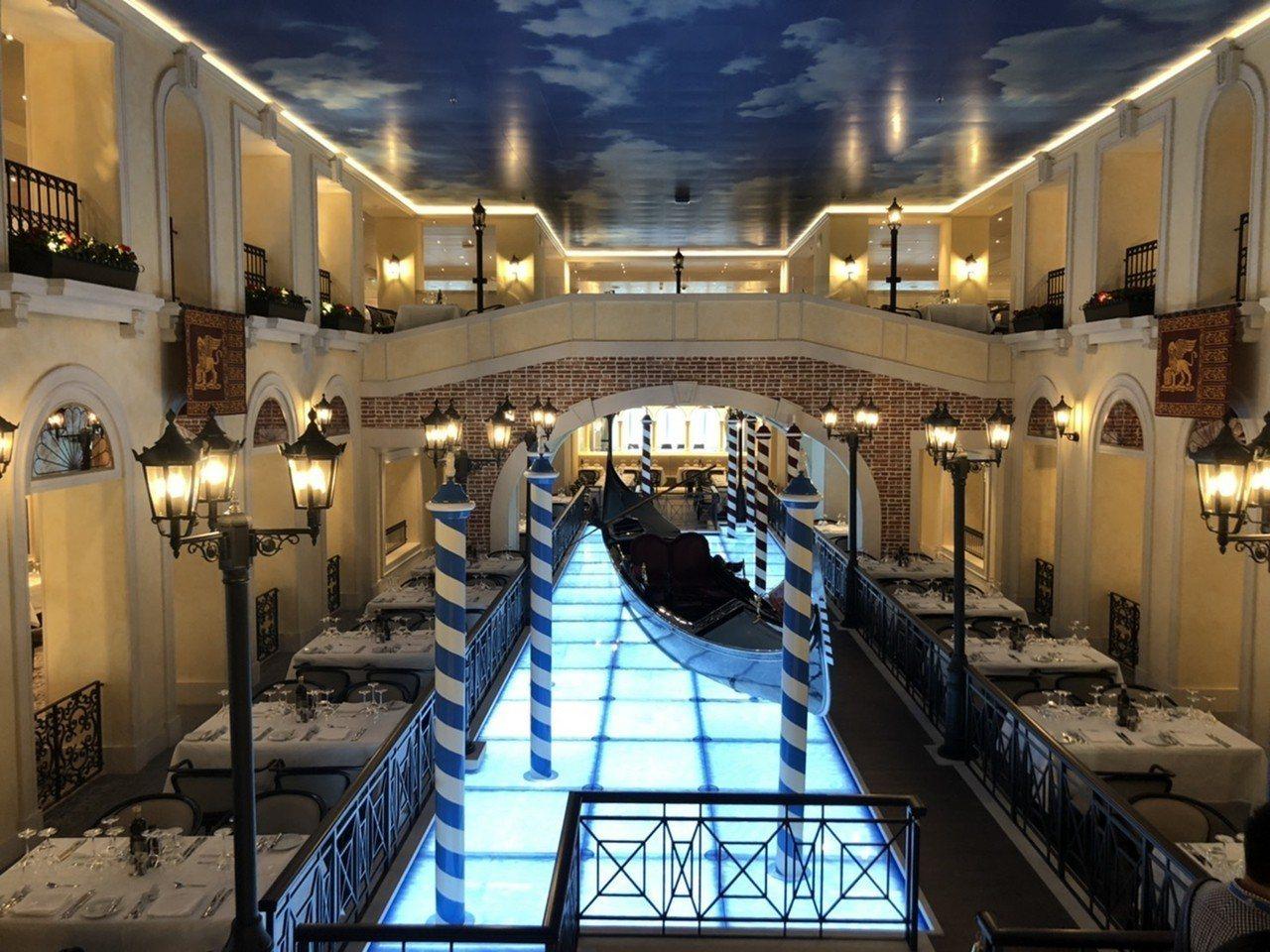 歌詩達《威尼斯號Venezia》將貢多拉大運河、嘆息橋原汁原味搬上郵輪。圖/雄獅...
