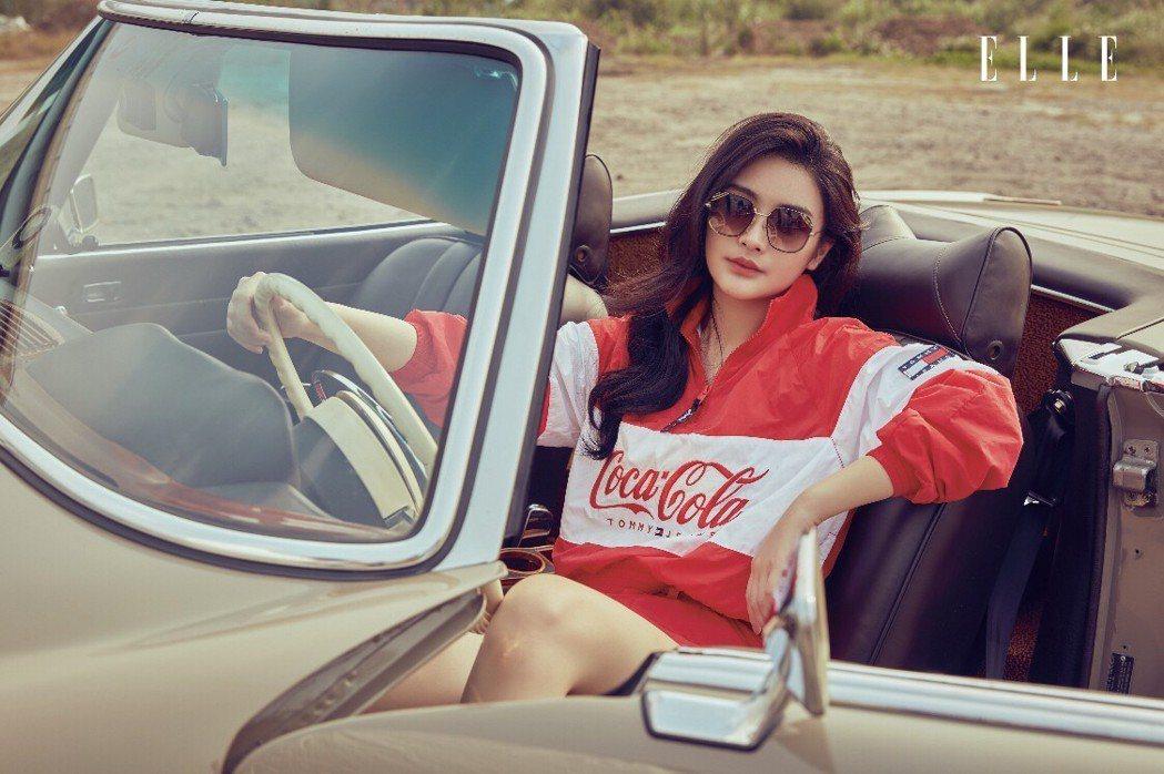 陳昭榮女兒陳品兒登上時尚雜誌,展現獨特的服裝品味。圖/ELLE雜誌提供