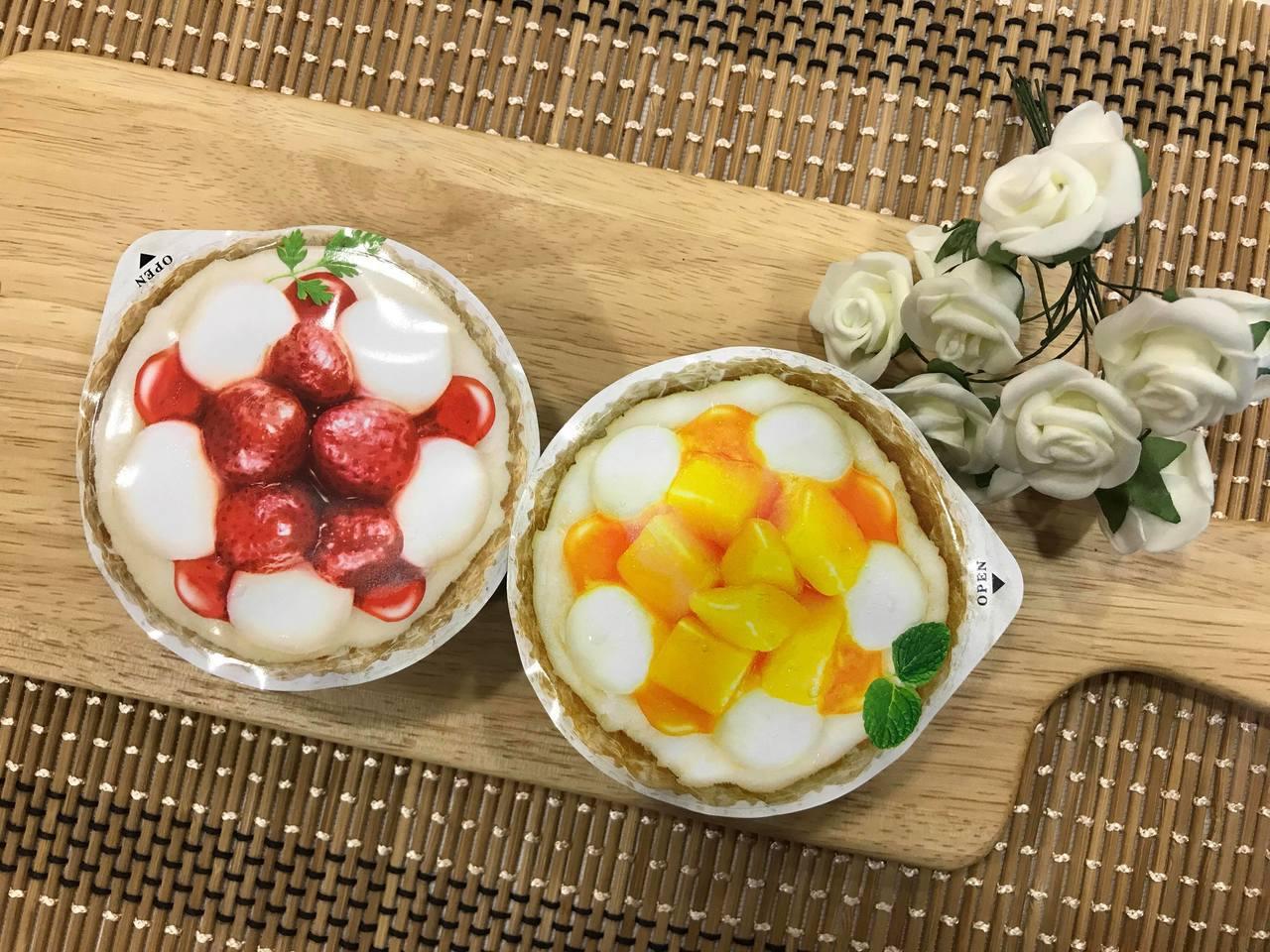 全家便利商店引進「井村屋」草莓麻糬冰淇淋、完熟芒果麻糬冰淇淋。記者陳立儀/攝影