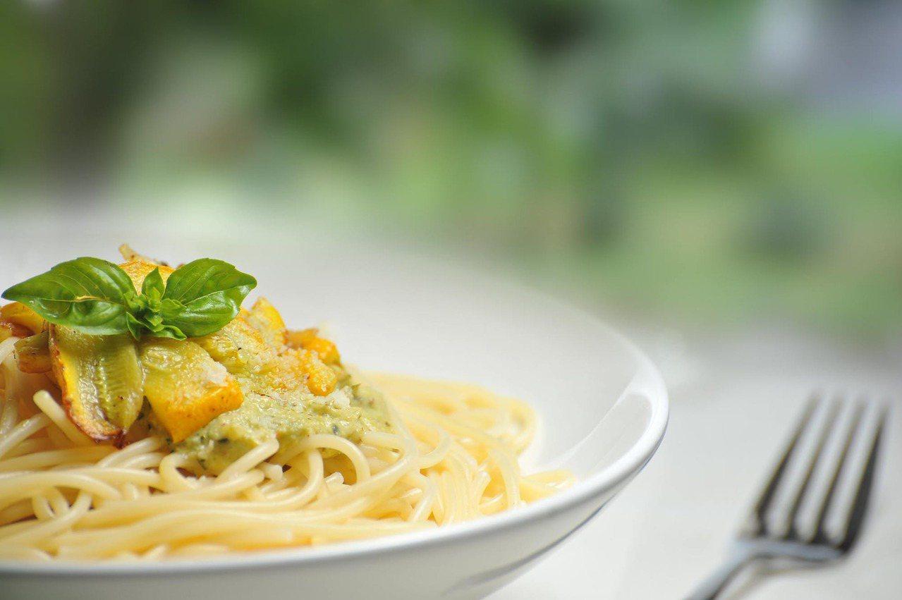 義大利麵是屬於「低升糖指數」的食物,在體內消化速度較慢,就不用擔心胖的問題囉!圖...