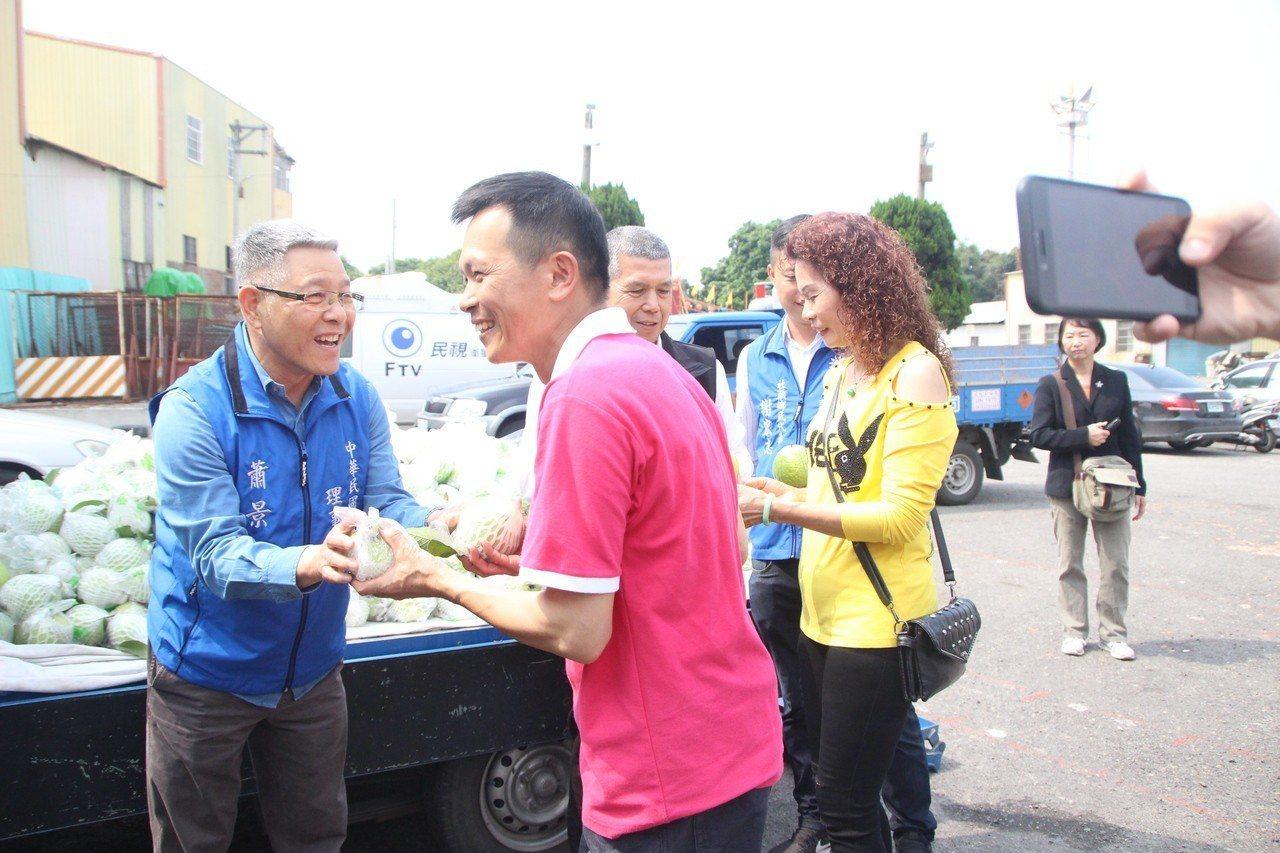 社頭鄉清聖宮今天起推出打卡送芭樂,支持在地果農。記者林敬家/攝影