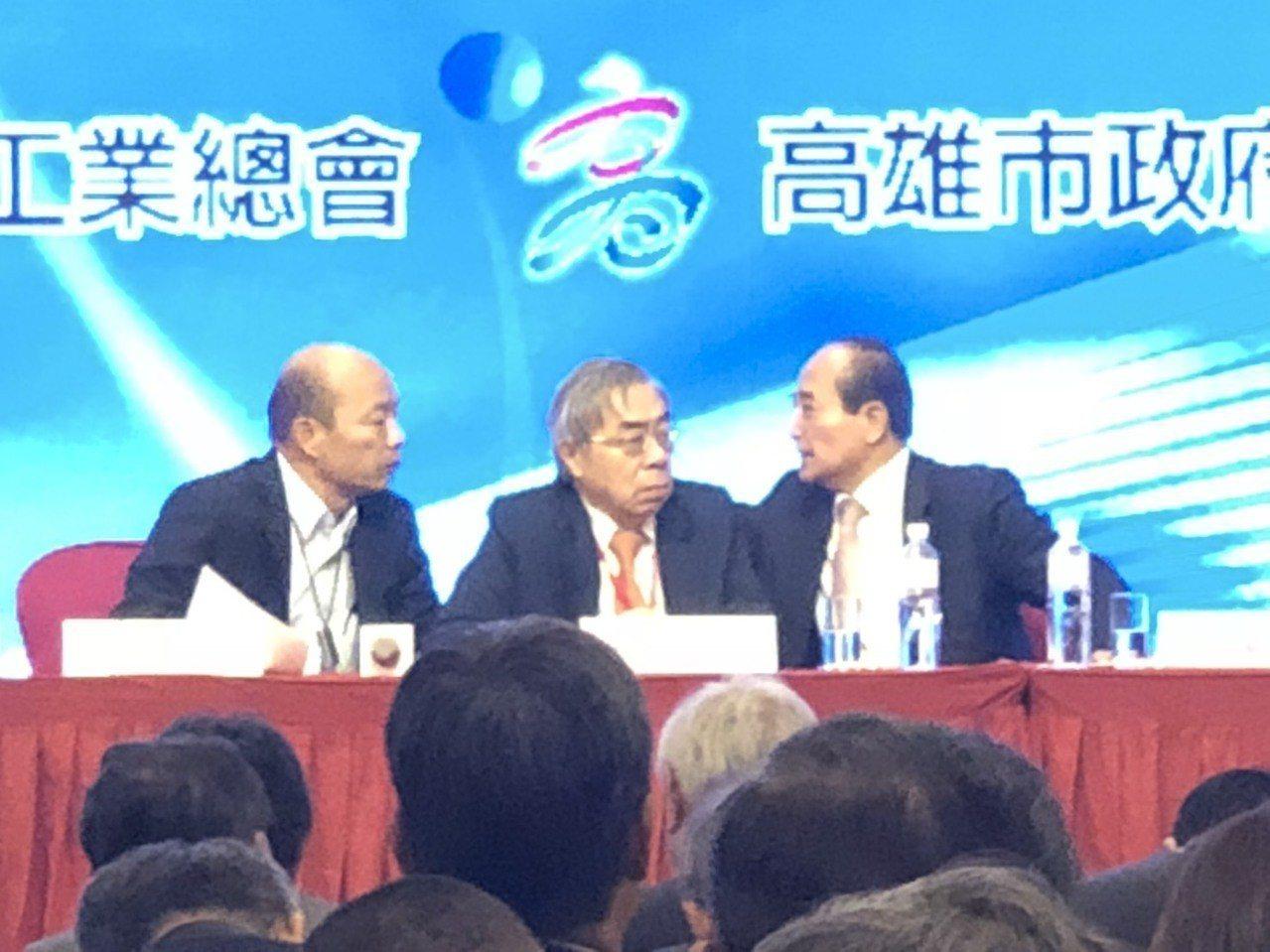 工總理事長王文淵(中)率團訪高雄,與高雄市長韓國瑜(左)會面。 記者林政鋒/攝影