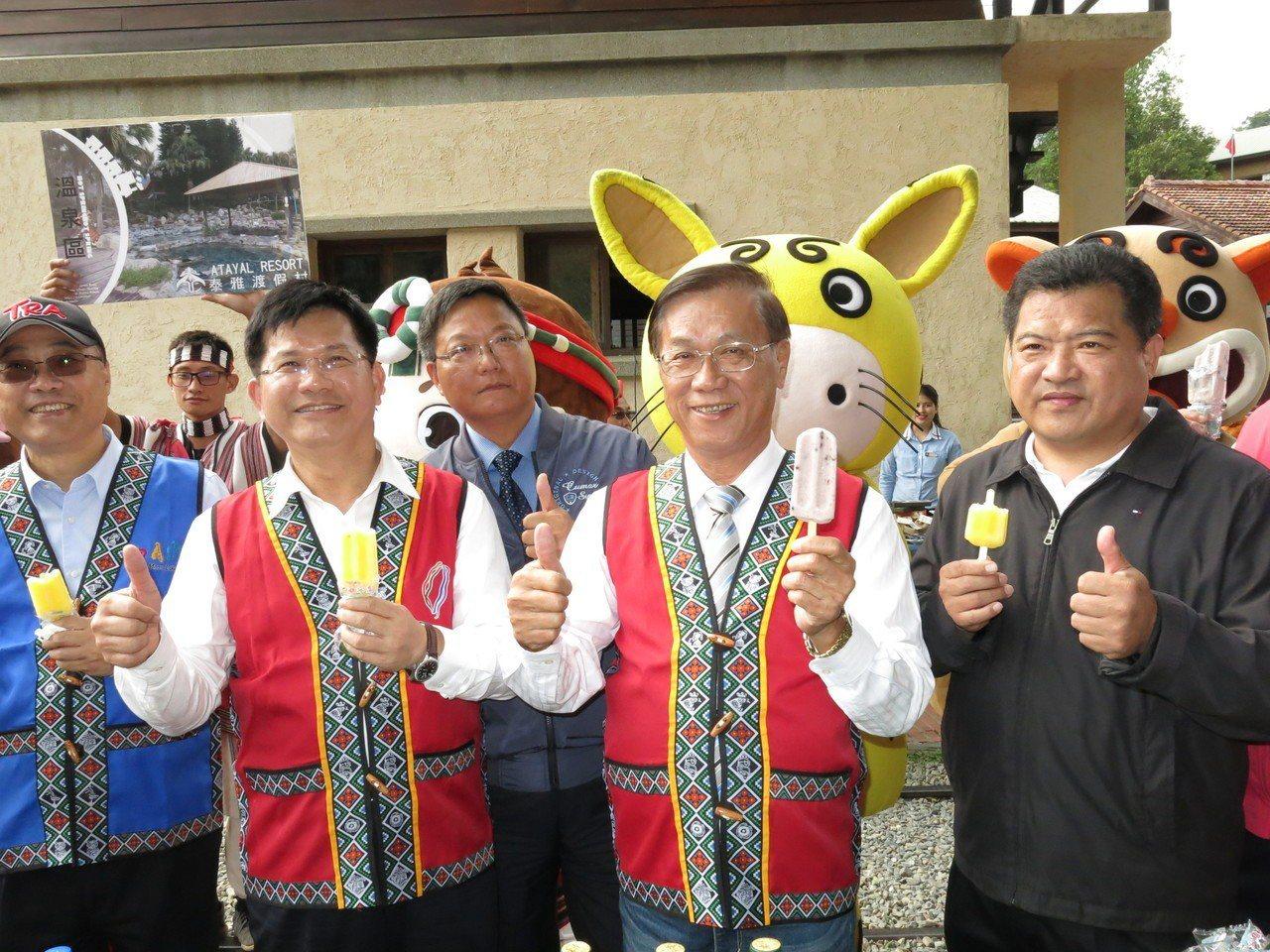 交通部長林佳龍下午來到水里車埕,強調是宣導春遊專案的第一站,歡迎民眾多加利用並使...