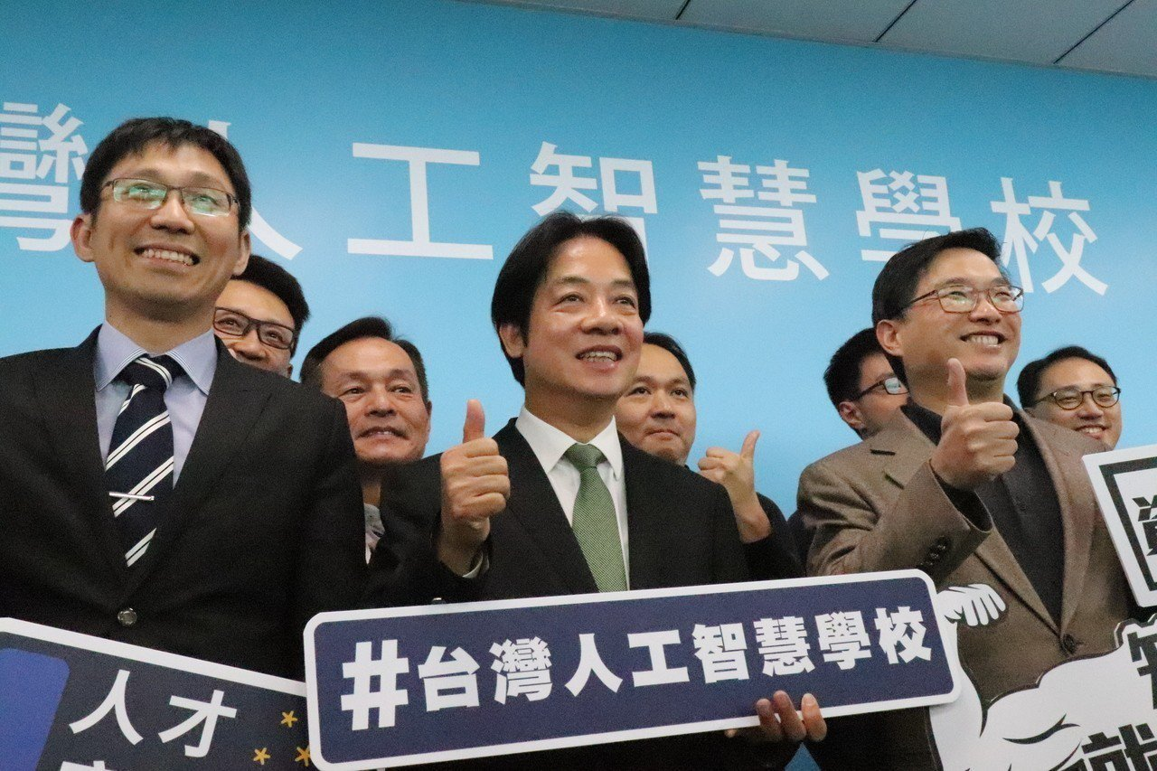 前行政院長賴清德今參訪台灣人工智慧學校,表示自己未來若當總統,將會開放政府,加速...