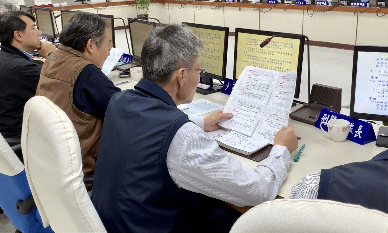 新竹縣警察局鼓勵員警學客語,透過每周2次的會議時間,請熟稔客語的主管,使用客語進...