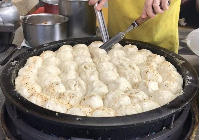 士林「鍾記原上海生煎包」入選米其林必比登。圖/IG @shaopingdu提供