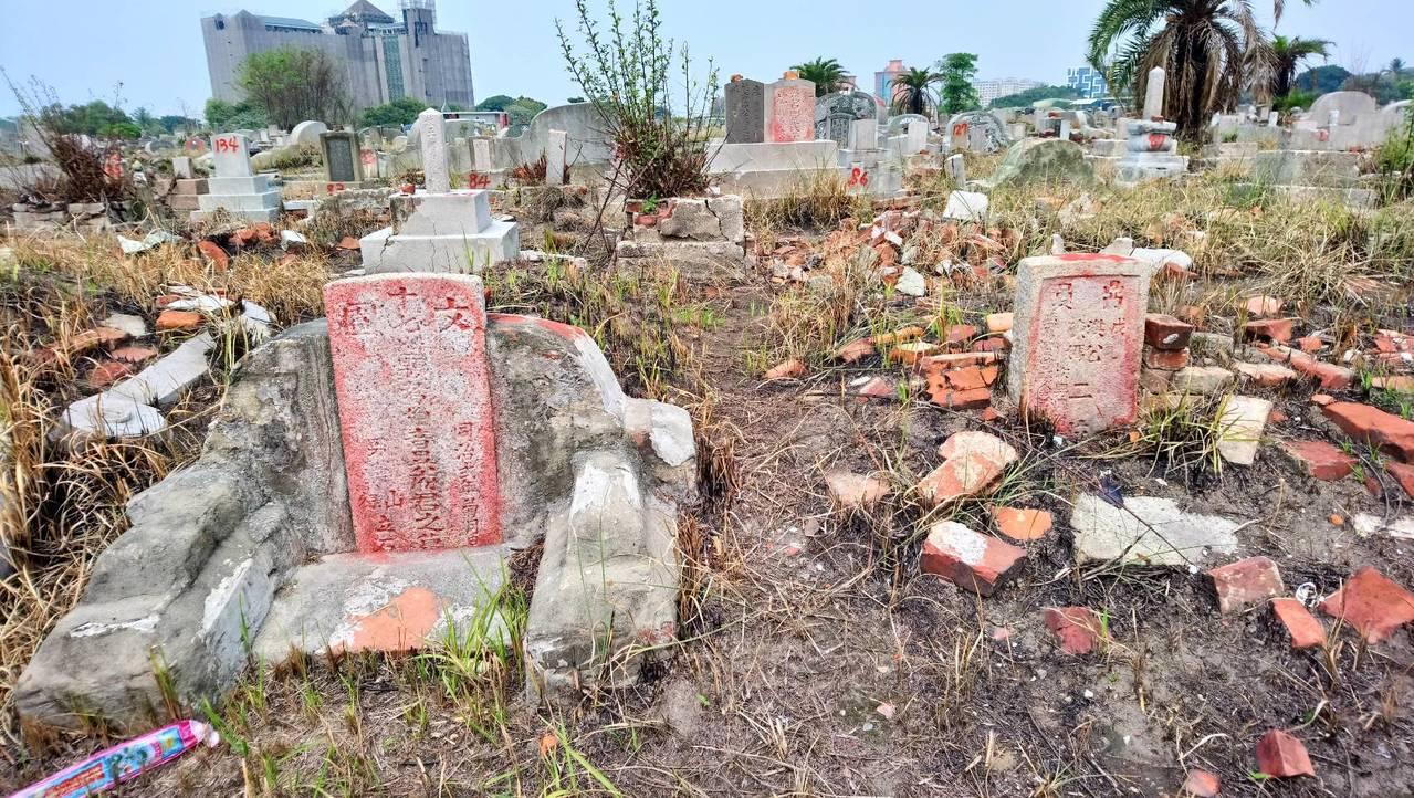 台南南山公墓歷史悠久,目前面臨遷移開發壓力。圖/台南文化資產保護協會提供