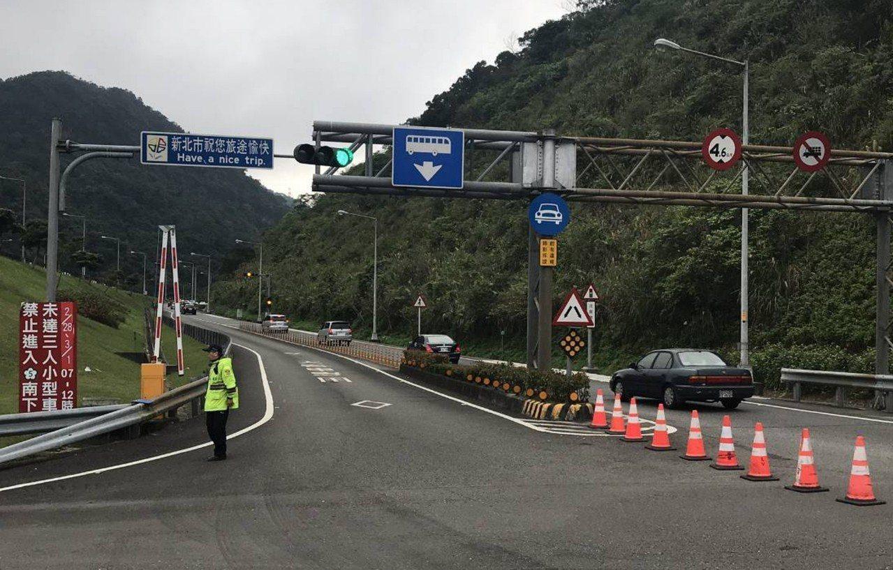 清明連假新店警方將配合高公局在北二高沿線交流道入口實施高乘載管制。圖/警方提供